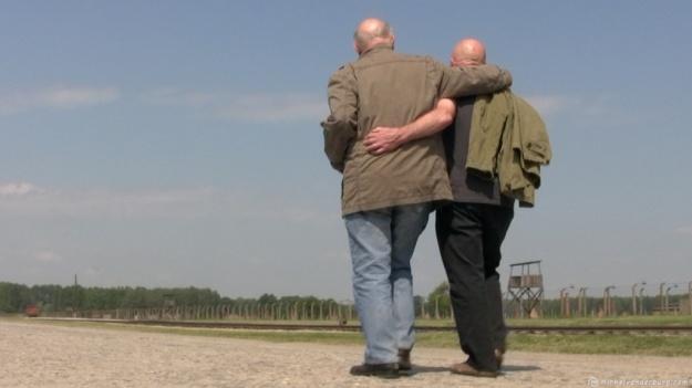 Simon Gronowski & Koenraad Tinel in Auschwitz